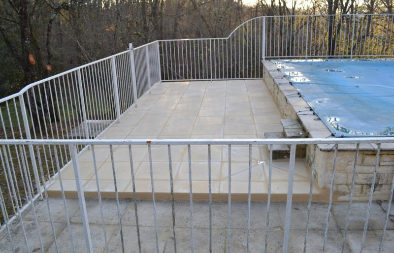 Réparation du dallage piscine à Cénac,  pierres reconstitués