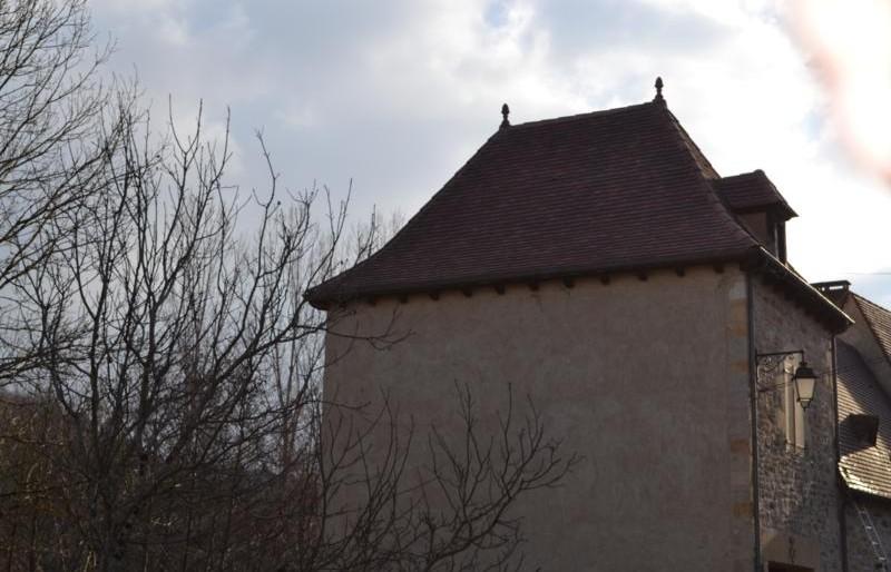 Couverture pigeonnier rive du Céou à Bouzic en  tuiles plates aspect vieilli Gabarre Imerys